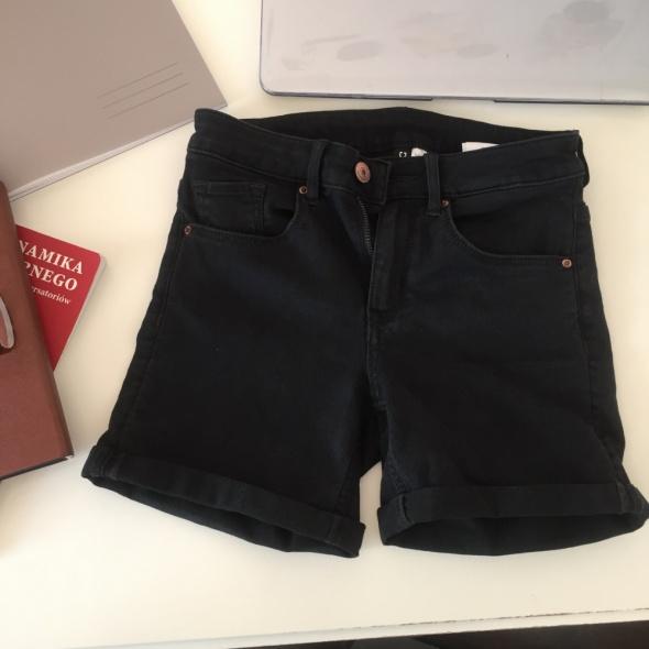 krótkie spodenki H&M...