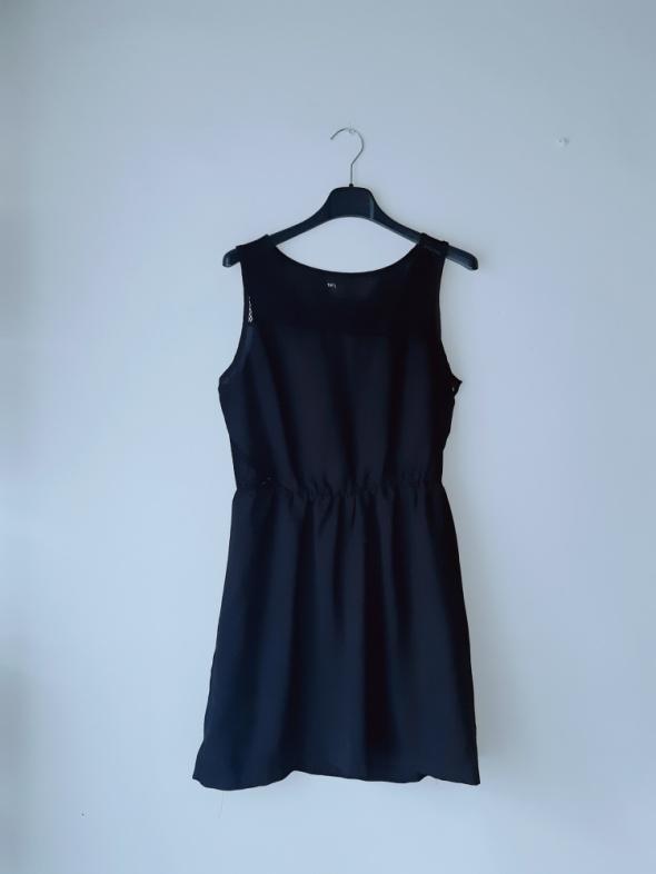 Idealna czarna sukienka terranova S...