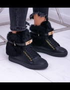 Sneakersy na koturnie hit...