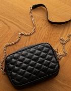Czarna wieczorowa torebka H&M Chanelka na złotym łańcuszku kope...