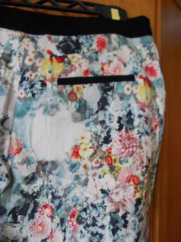 Spodnie H&M w kwiaty 40 38