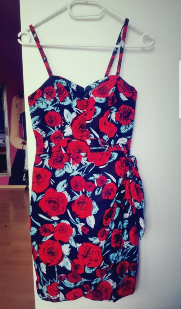 Sukienka w róże...
