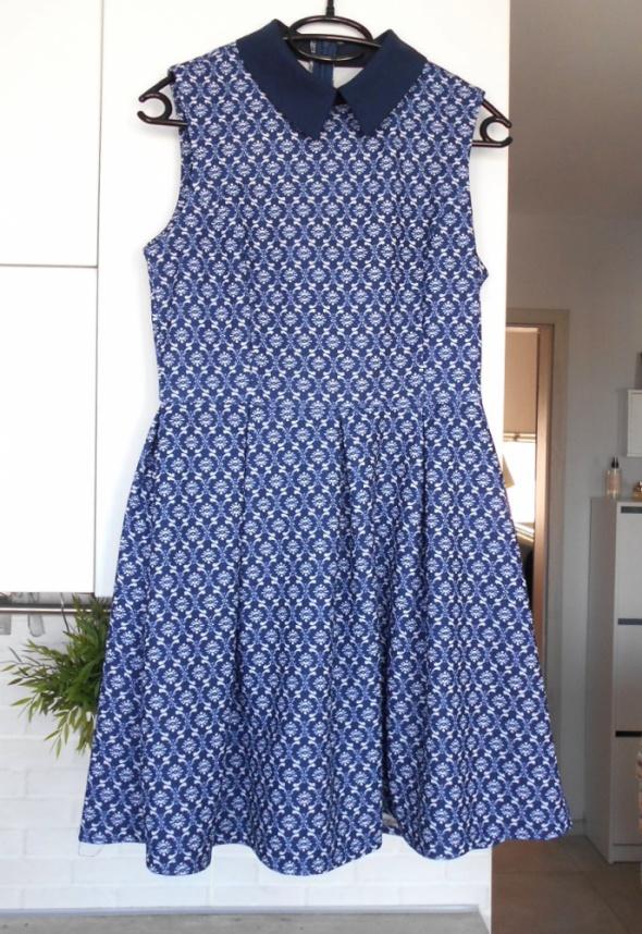 Dorothy Perkins rozkloszowana sukienka wzory kołnierzyk collar ...
