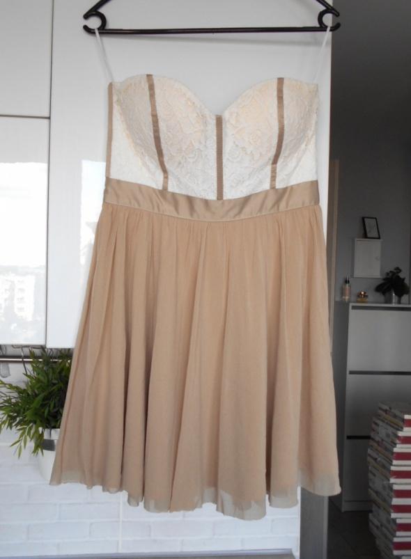 Suknie i sukienki Asos gorsetowa sukienka koronka tiul tiulowa nude beżowa