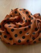 pomarańczowa chusta w czarne grochy...
