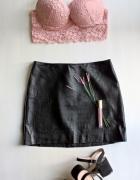 Czarna skórzana mini spódniczka...