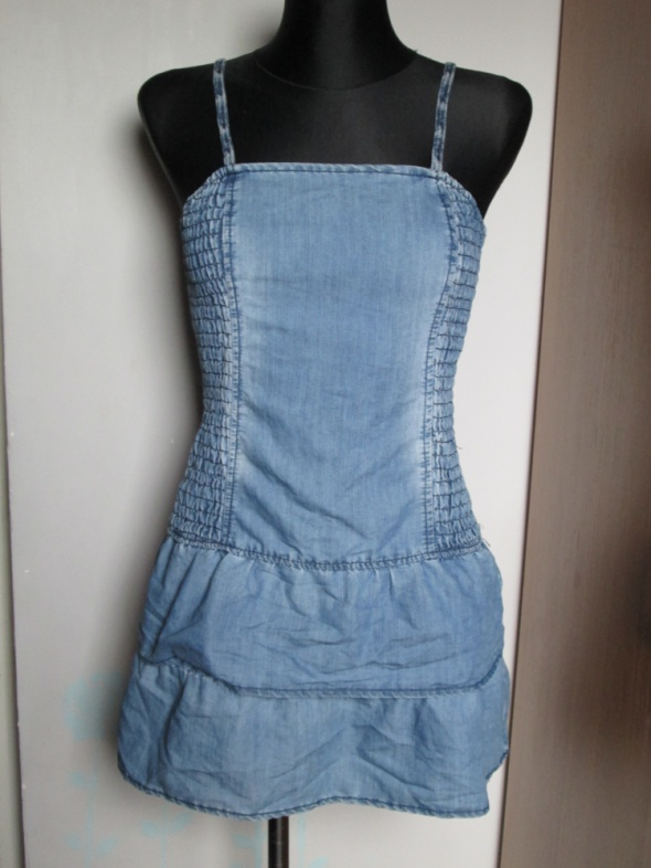Sukienka z jasnego jeansu...
