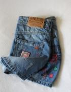 mini spódniczka jeansowa z naszywkami...