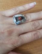 srebrny pierścionek z koralem...