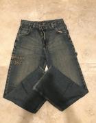 spodnie jeansowe z wyhaftowanymi napisami...