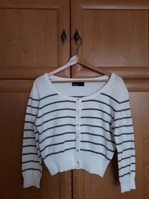 Biały sweterek w szare paski Vero Moda...