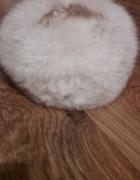 Biały toczek z lisa czapka...