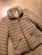 Beżowa kurtka bufki koronka zip