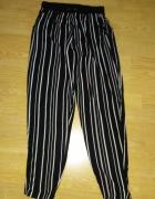Spodnie w pionowe paski...