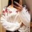 Kremowa z floralowym naszyciem