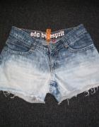 Krótkie spodenki jeansowe S szczępione...