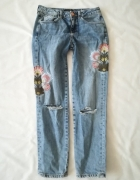 River Island jeansy haft destroyed S...