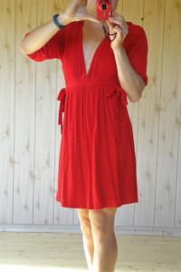 Sukienka czerwona m 38 dekolt