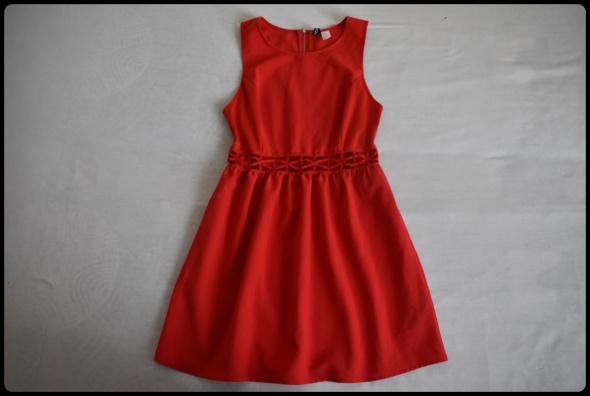 Piękna czerwona sukienka H&M 42 XL wycięcia na brzuchu...