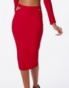 Czerwona spódnica z wycięciami...