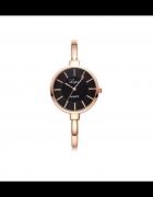 Elegancki złoty zegarek z czarną tarczą...