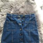 jeansowa spódniczka z guzikami h&m