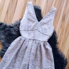koronkowa sukienka na grubszych ramiączkach