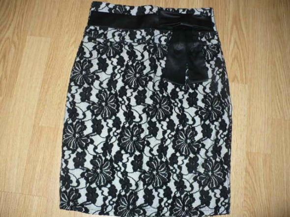 Spódnice Spódnica koronkowa śliczna
