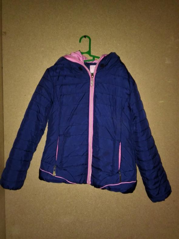 Kurtki Dziewczęca granatowa pikowana kurtka z kapturem 110 116 cm
