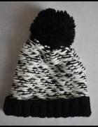 Ciepła zimowa czapka damska z pomponem Dorothy Perkins...