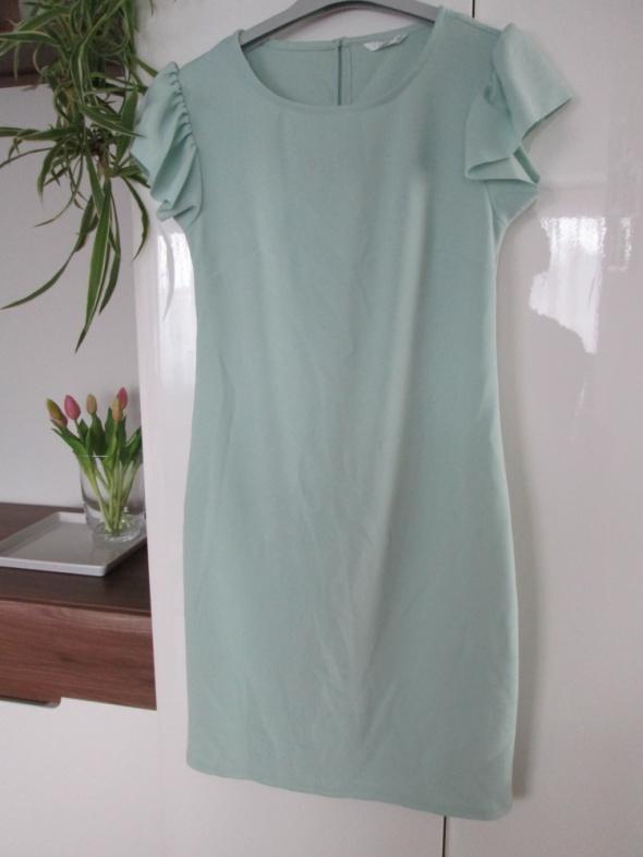 miętowa sukienka pepco z falbanką przy ramionach