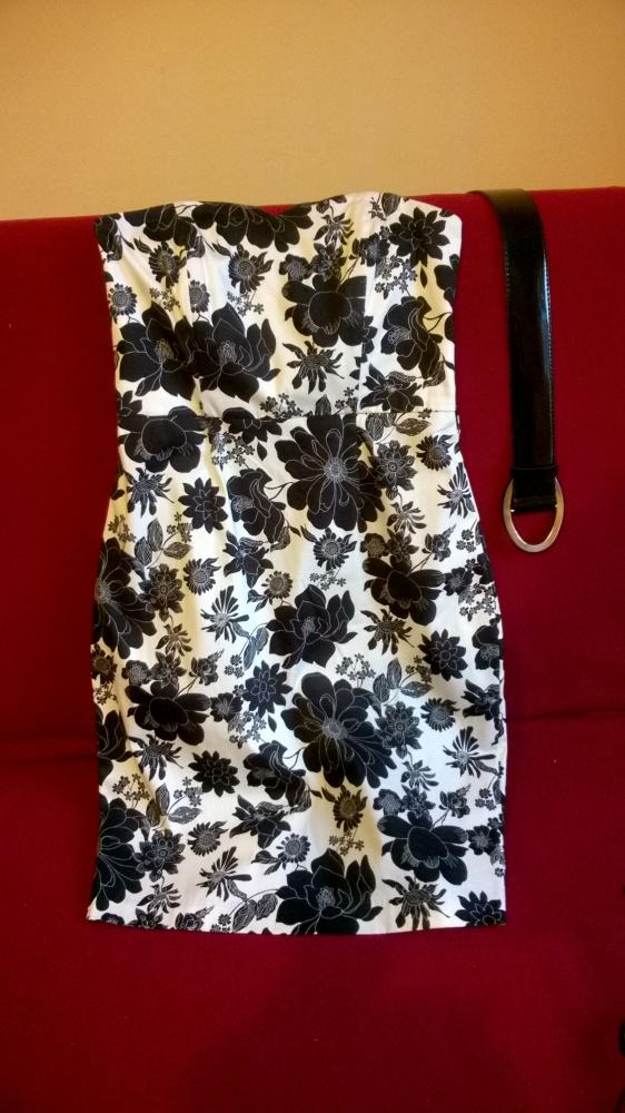 Sukienka F&F czarnobiała w kwiaty...