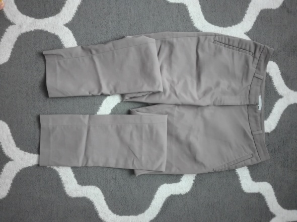 Beżowe spodnie H&M...