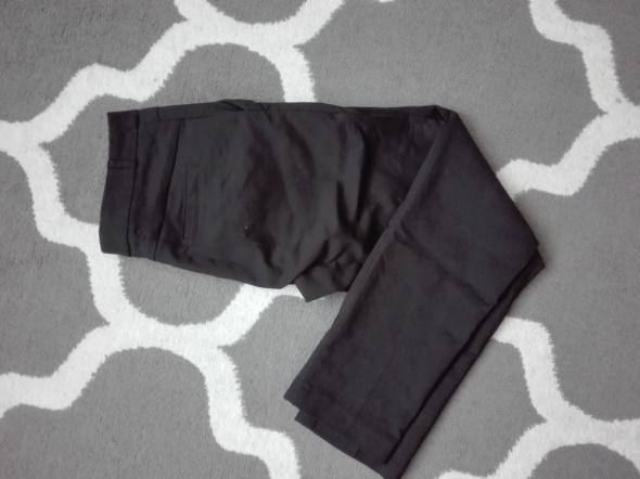 Czarne materiałowe spodnie...