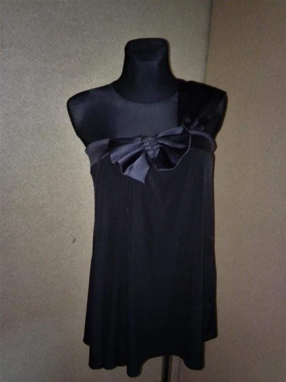 Czarna luźna bluzka na jedno ramię z kokardą 42 N...