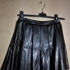 Czarna rozkloszowana spódnica ekoskóra szyta z koła 36