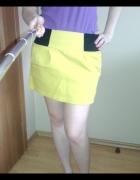 Żółta spódnica z czarną guną...