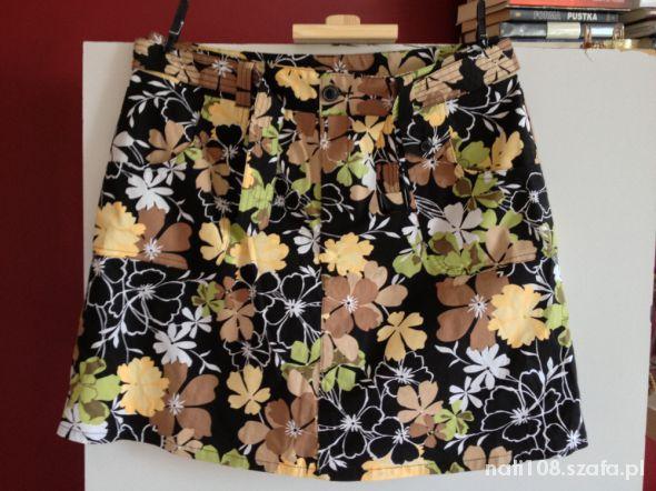 Spodenki Kolorowe spódnico spodnie w kwiaty Nowe r 42