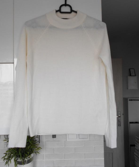 Atmosphere biały sweter klasyka minimalizm...