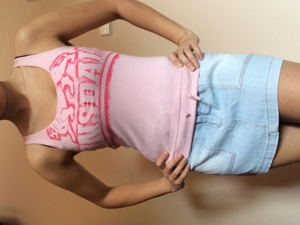 różowa bluzeczka lonsdale...