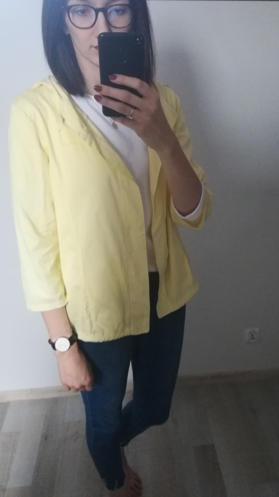 Żółta lekka narzutka