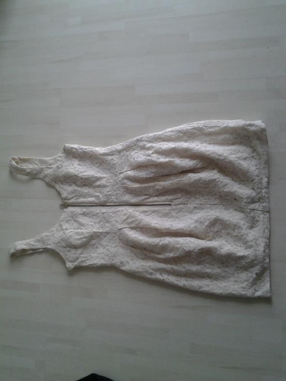 sukienka koronkowa letnia w kolorze kremowym zip z przodu