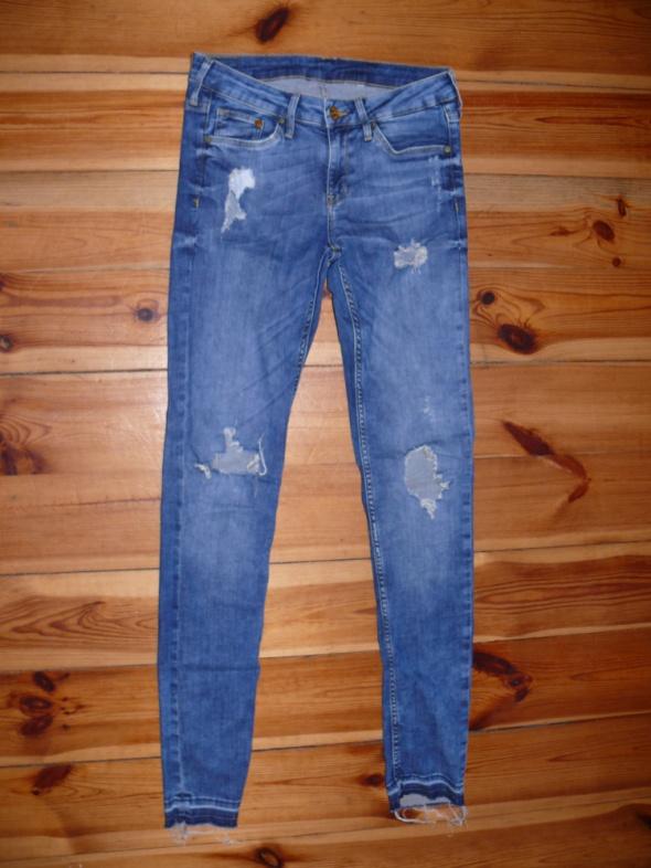 Przecierane jeansy rurki