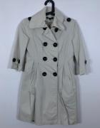 Beżowy płaszcz...