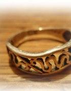 Ażurowy srebrny pierścionek