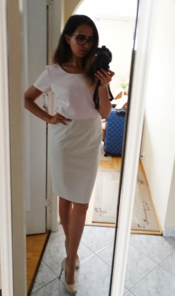 Elegancka dwukolorowa sukienka ołówkowa Bialcon