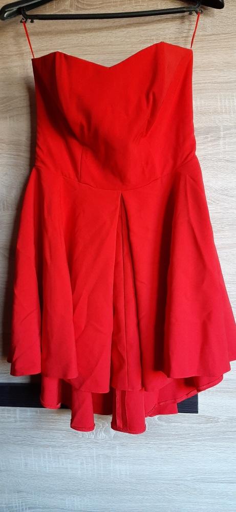Gorsetowa asymetryczna sukienka czerwona wesele