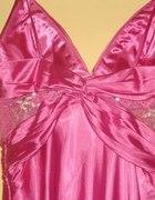 Długa różowa sukienka