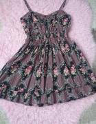 Letnia sukienka w różyczki...