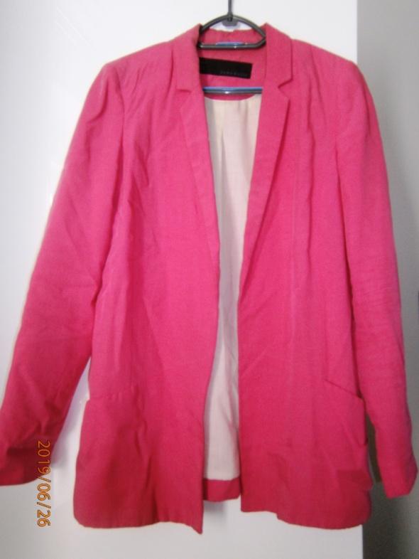 różowa marynarka Zara...